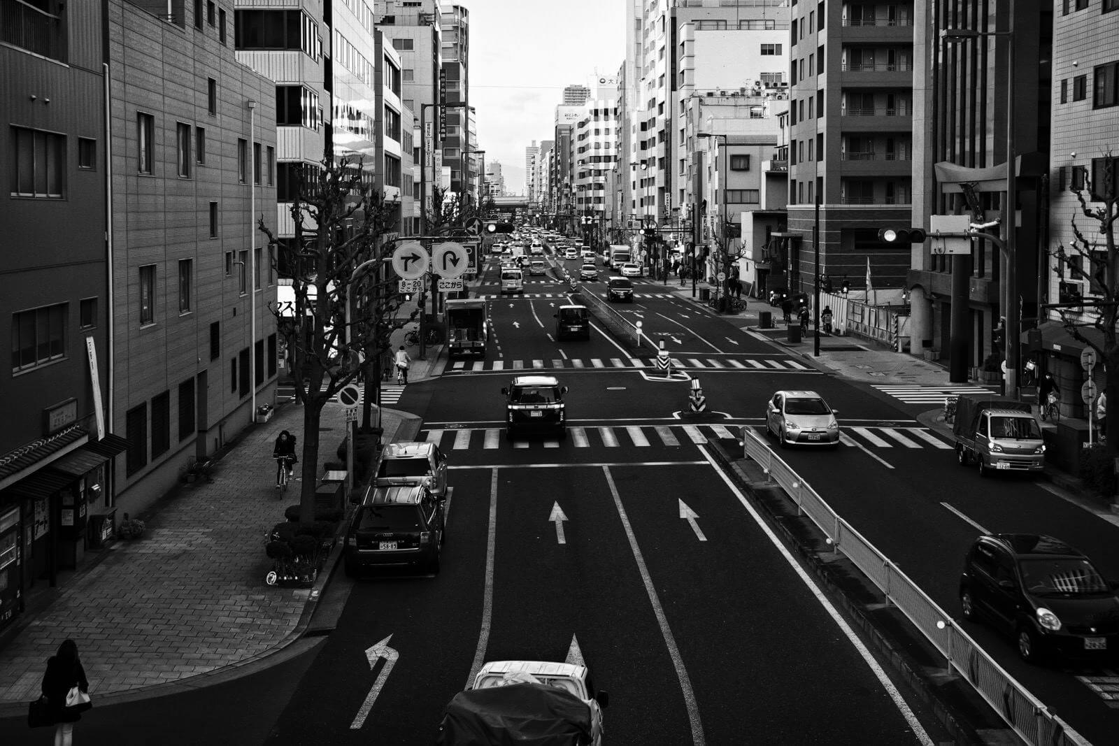 Busy road in Osaka, Japan - Photo by Zdenek Sindelar of CuriousZed Photography